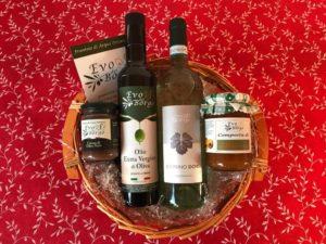 Cestino natalizio di composta di albicocca, vino, olio